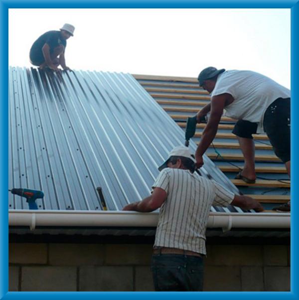 подъем профнастила на крышу